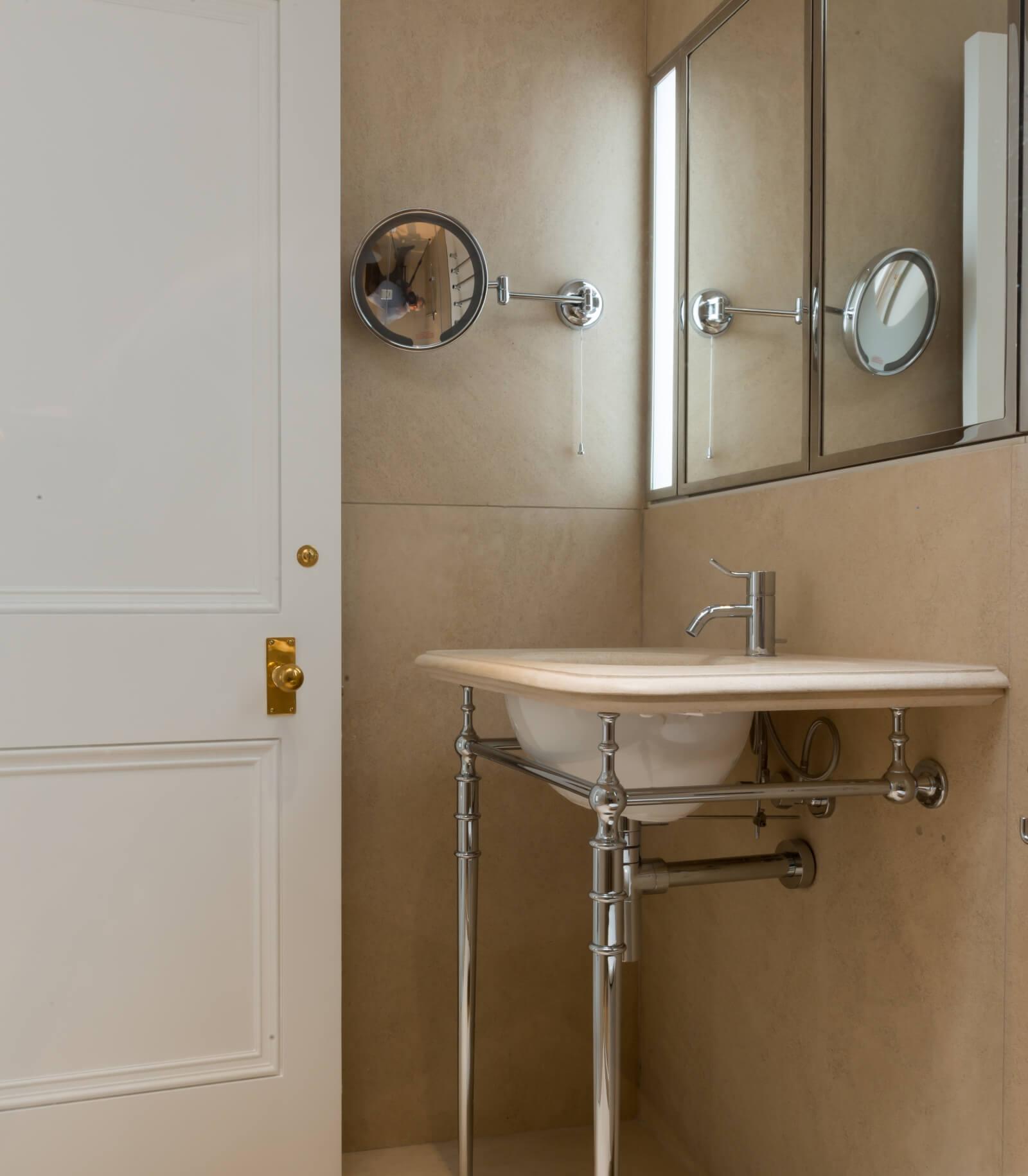 Lennox gardens bathroom door and ironmongery